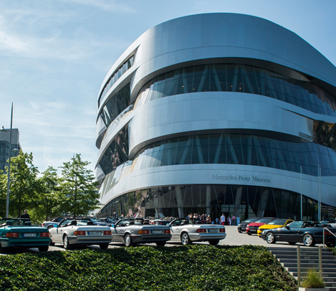 100 years of BMW: Congratulations from Stuttgart to Munich