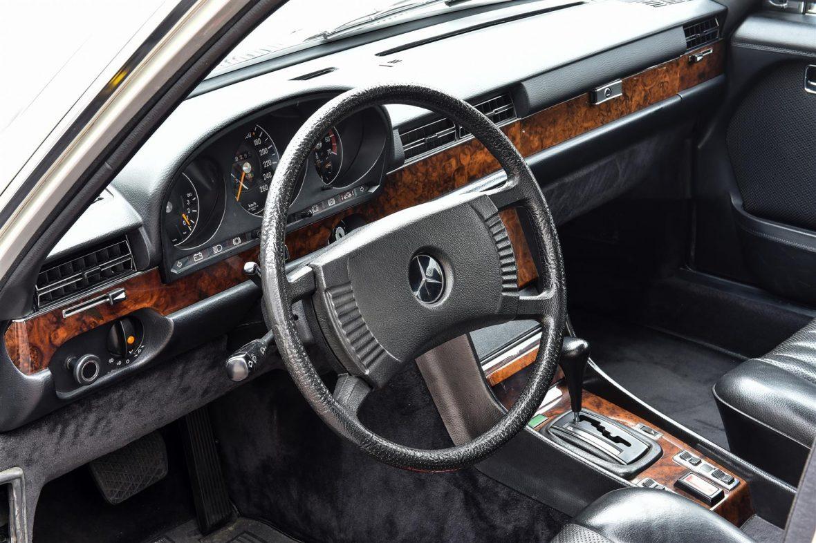 Mercedes-Benz W 116 450 SEL 6.9 22