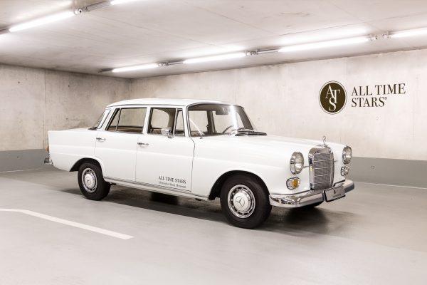 Mercedes-Benz W110 200D Limousine