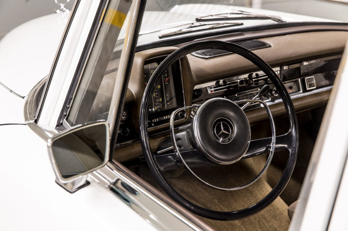Mercedes-Benz W 110  200 D 17