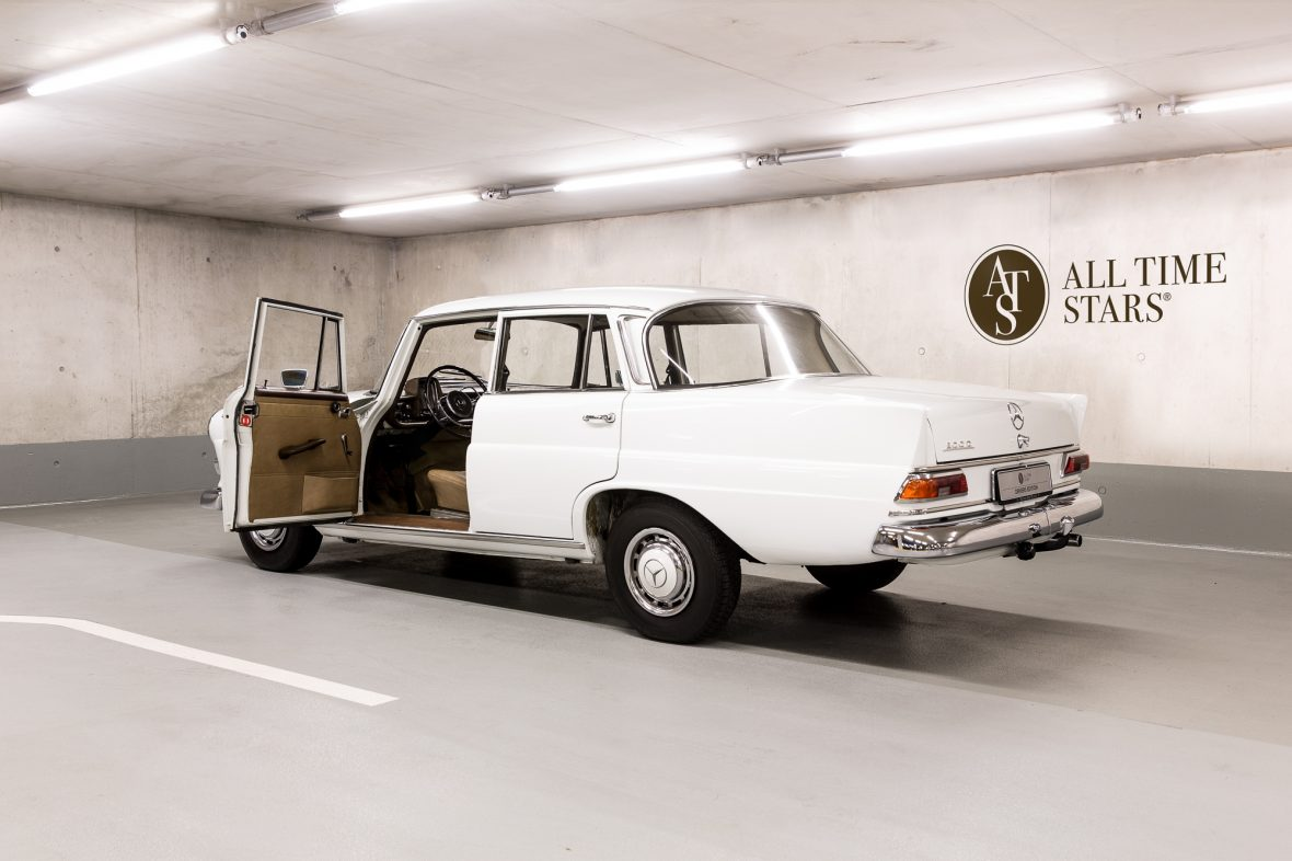 Mercedes-Benz W 110  200 D 11