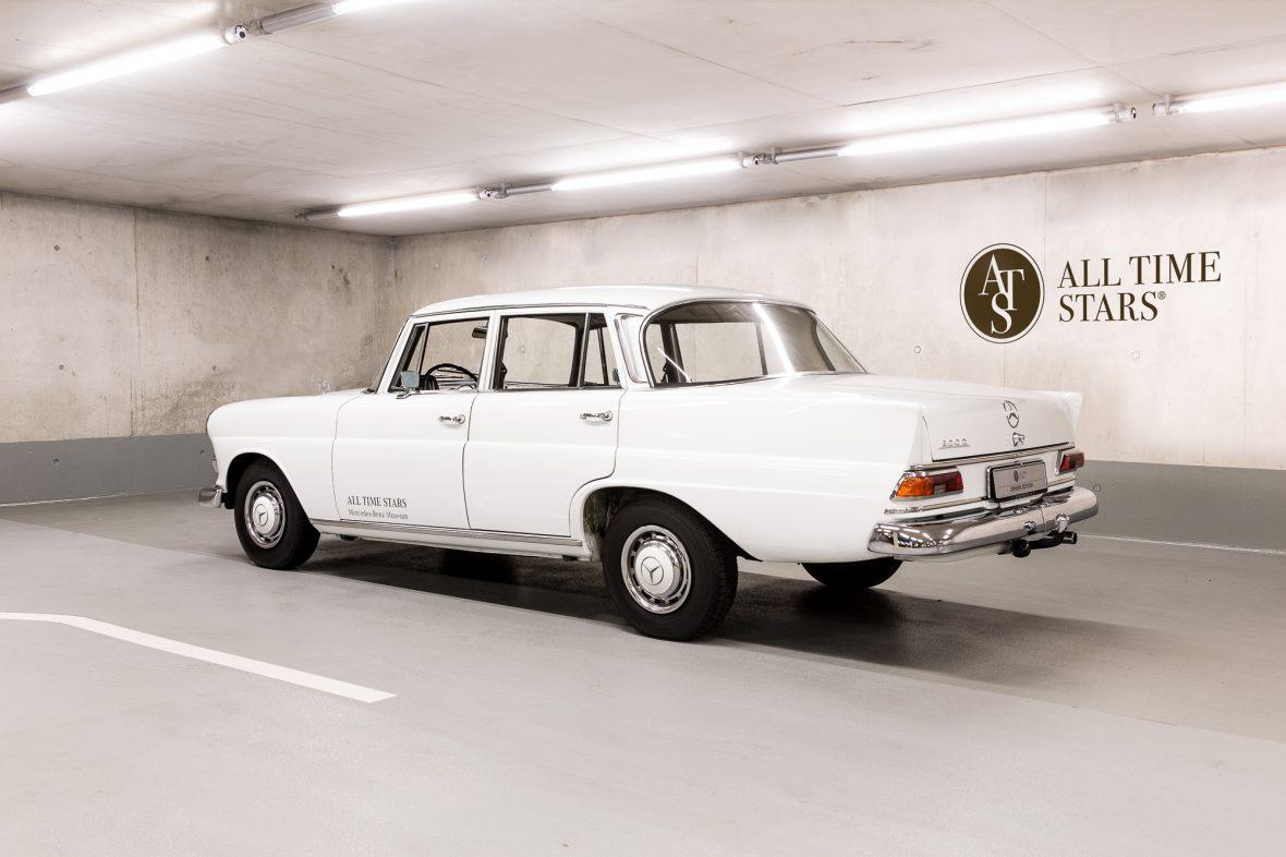 Mercedes-Benz W 110  200 D 10