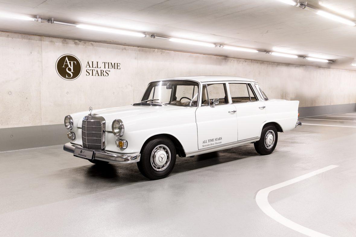 Mercedes-Benz W 110  200 D 12