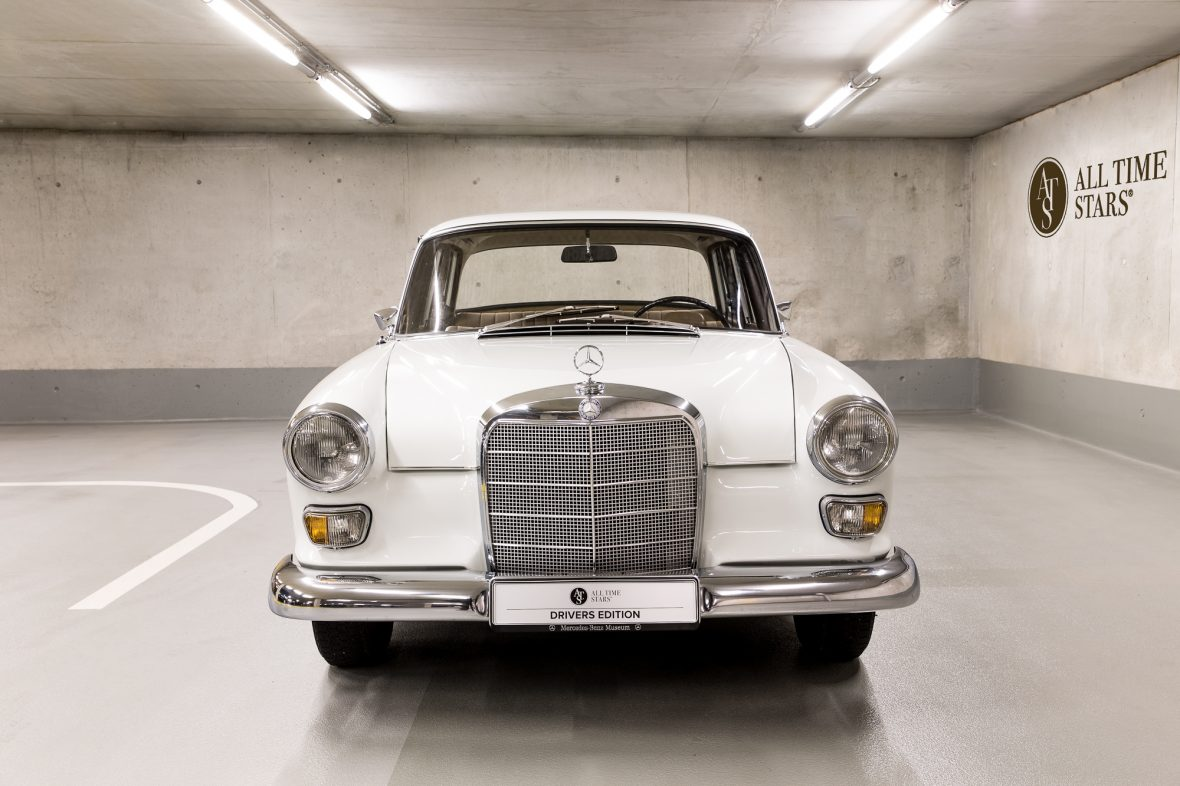 Mercedes-Benz W 110  200 D 2