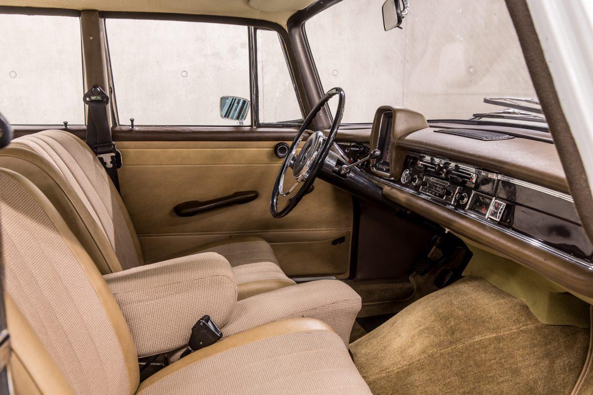 Mercedes-Benz W 110  200 D 6