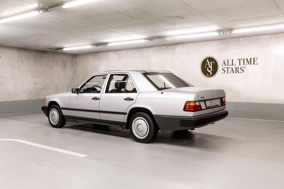 Mercedes-Benz  200 (W 124) 12