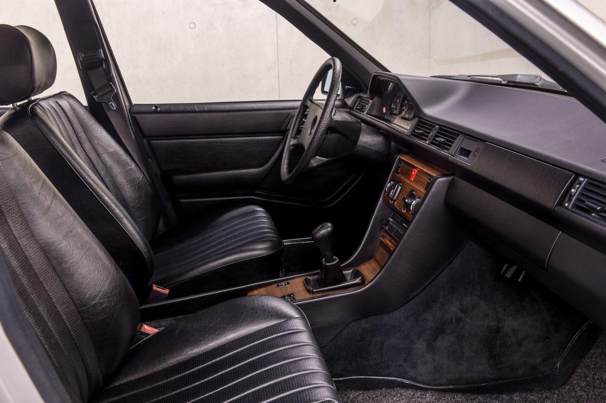 Mercedes-Benz  200 (W 124) 5