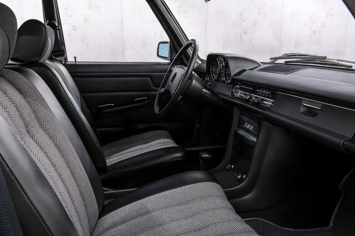 Mercedes-Benz 230.6 (W 114) 11
