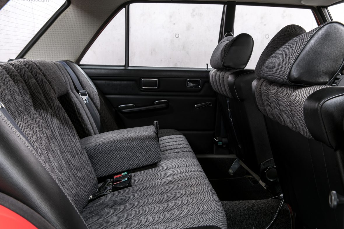 Mercedes-Benz 230.6 (W 114) 12