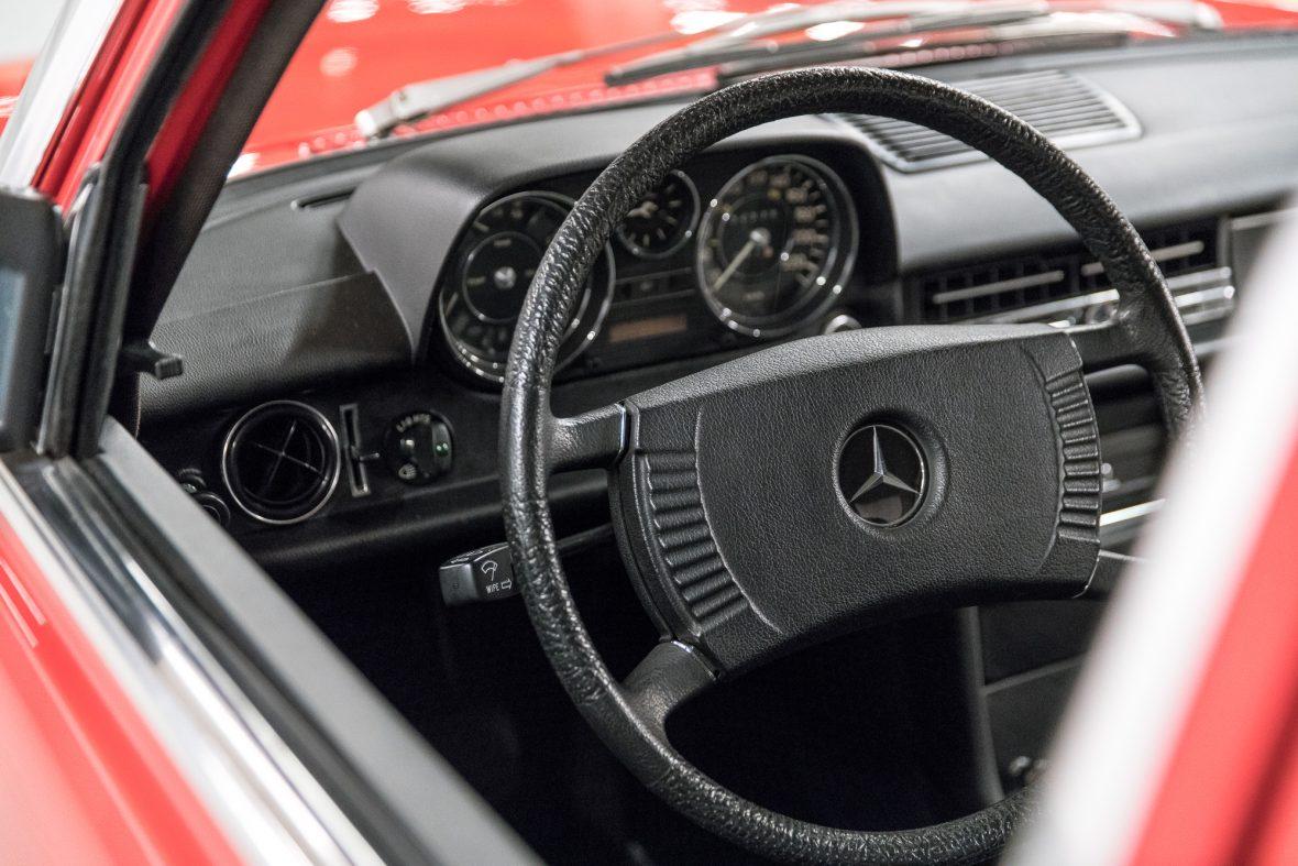 Mercedes-Benz 230.6 (W 114) 15