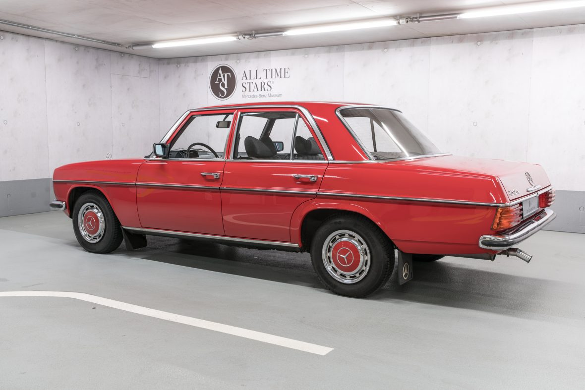 Mercedes-Benz 230.6 (W 114) 6