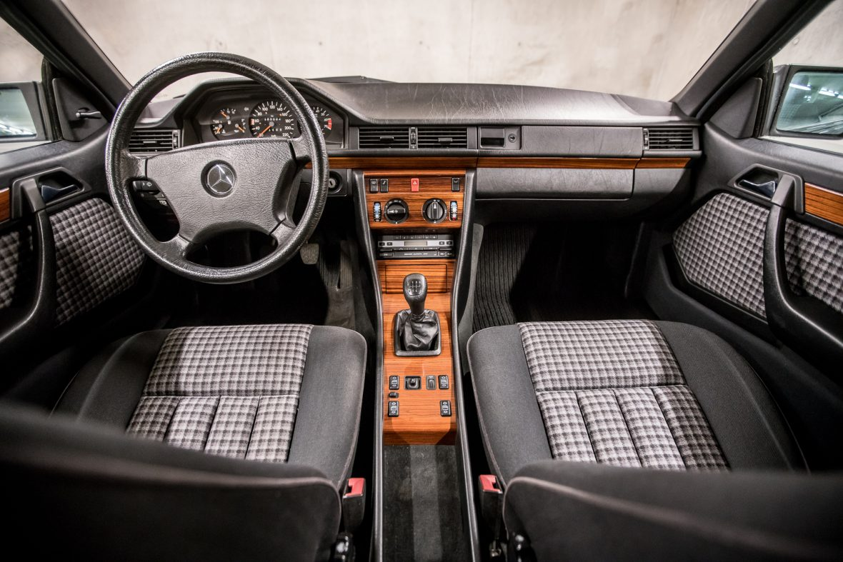 Mercedes-Benz C 124  230 CE 6