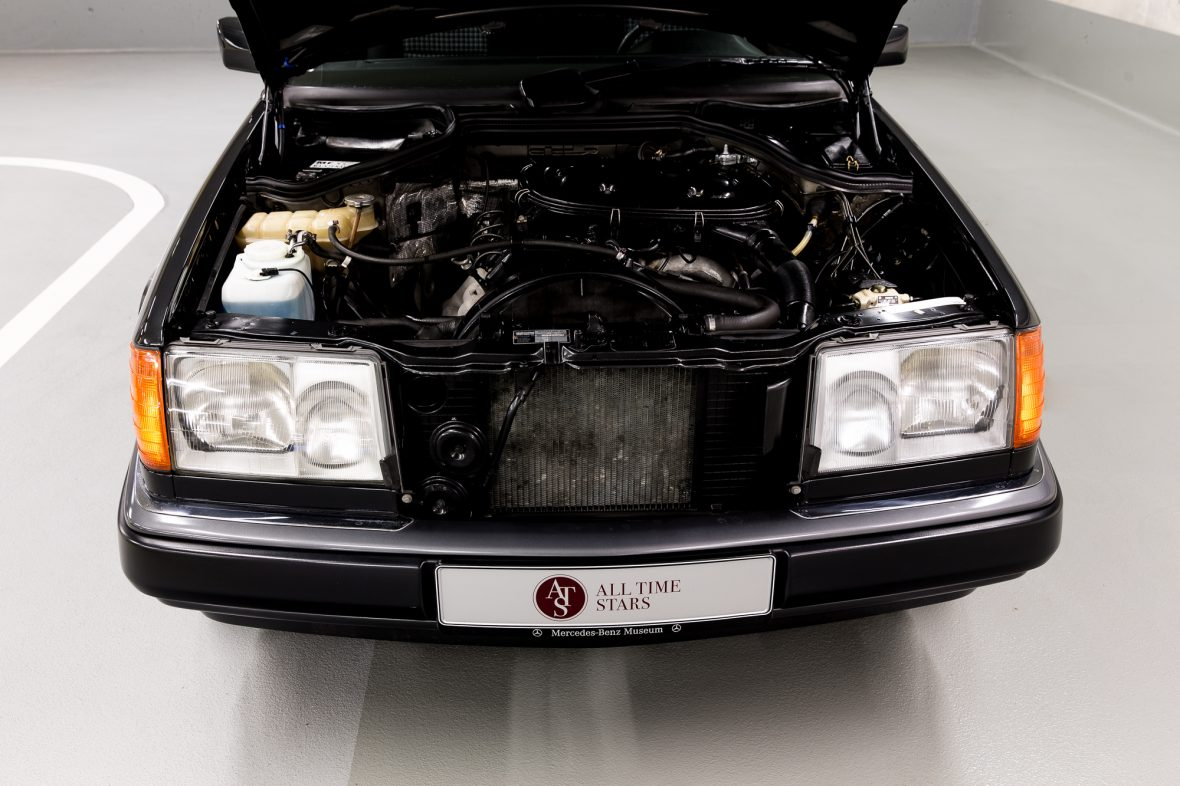 Mercedes-Benz C 124  230 CE 12