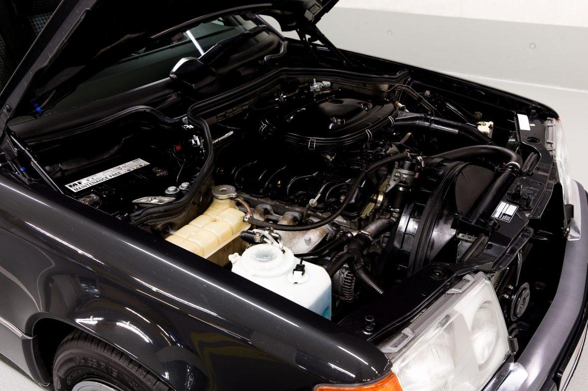 Mercedes-Benz C 124  230 CE 13