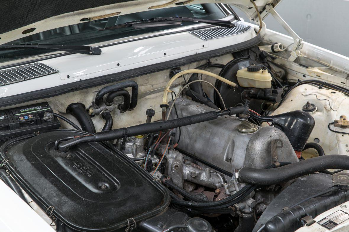 Mercedes-Benz 230 C (C 123) 8