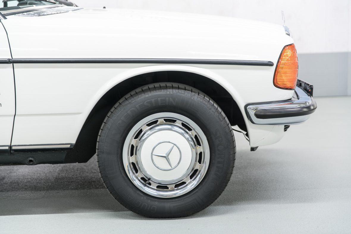 Mercedes-Benz 230 C (C 123) 19