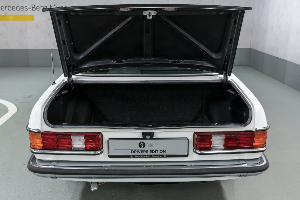 Mercedes-Benz 230 C (C 123) 21