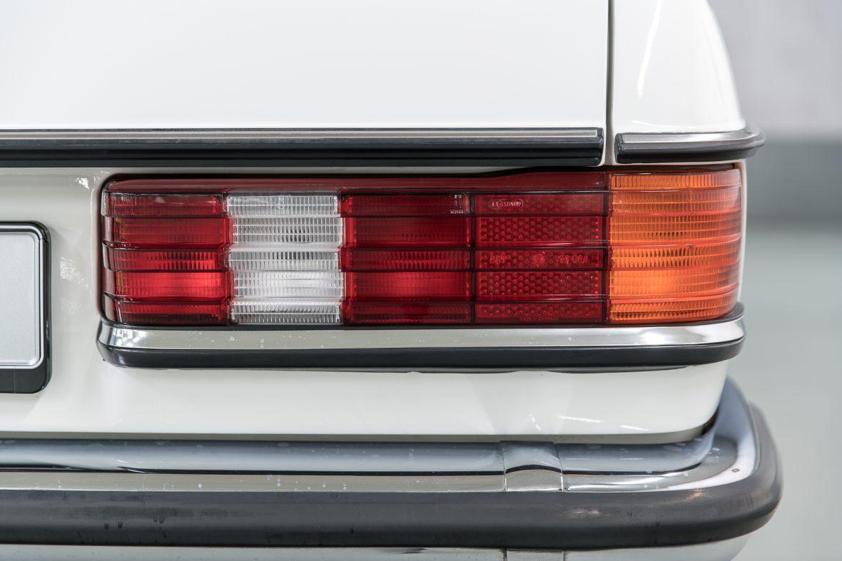 Mercedes-Benz 230 C (C 123) 22