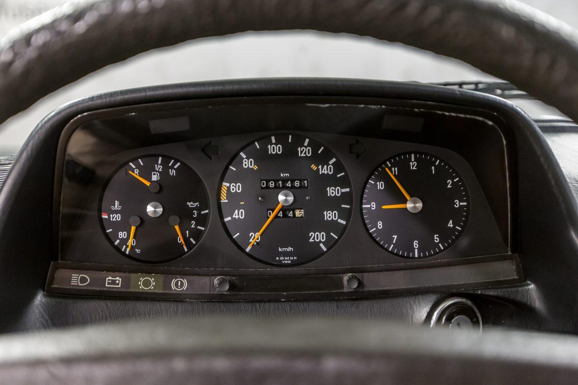 Mercedes-Benz 230 C (C 123) 25