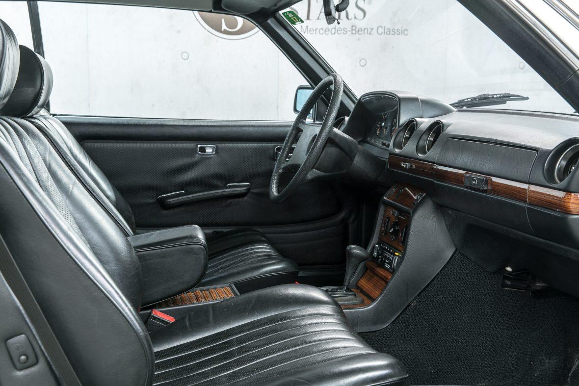 Mercedes-Benz 230 C (C 123) 9
