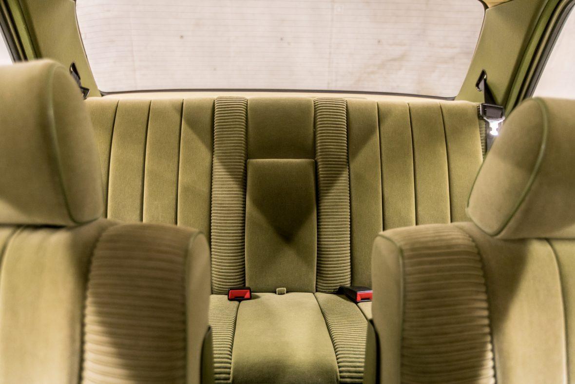 Mercedes-Benz 230E Limousine W123 6