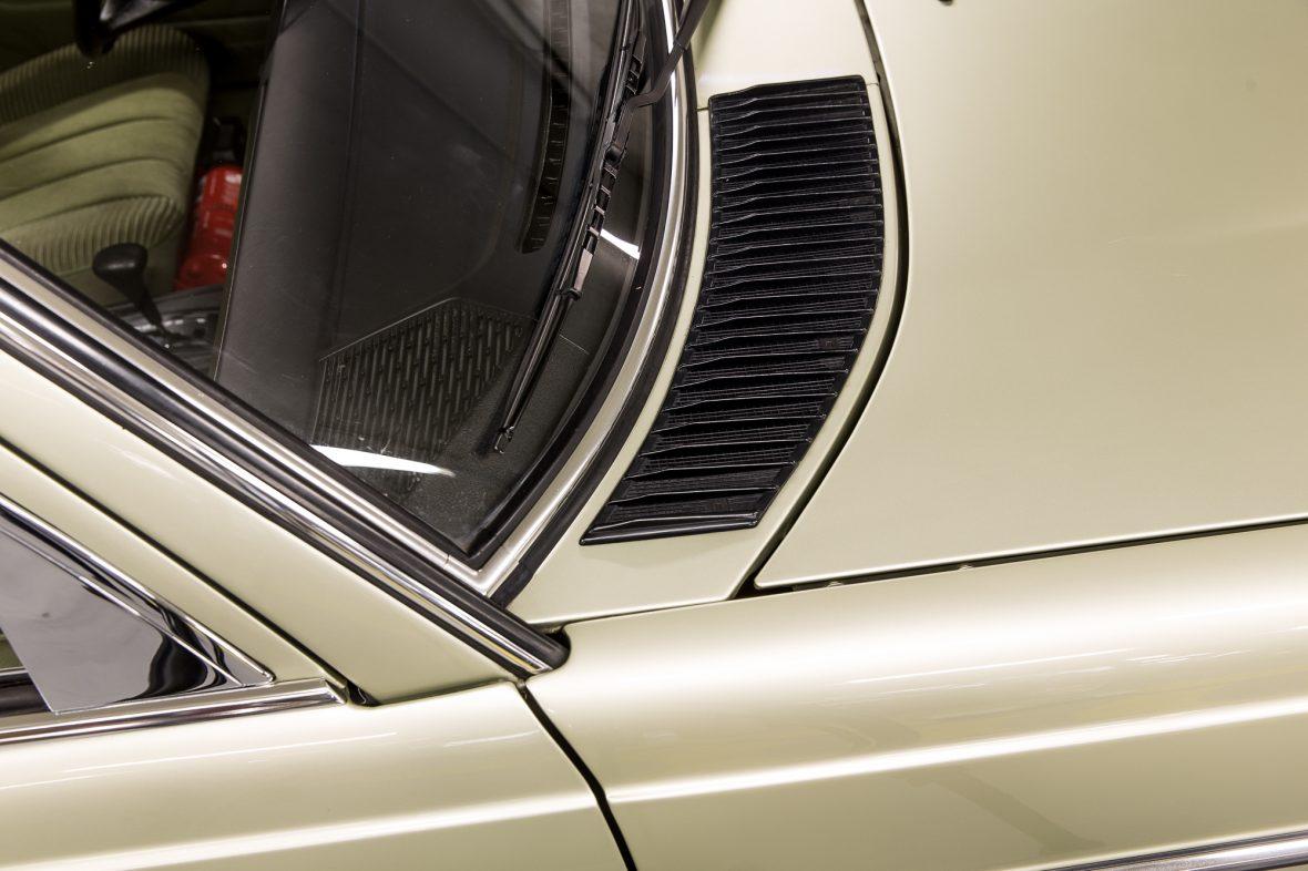 Mercedes-Benz 230E Limousine W123 8