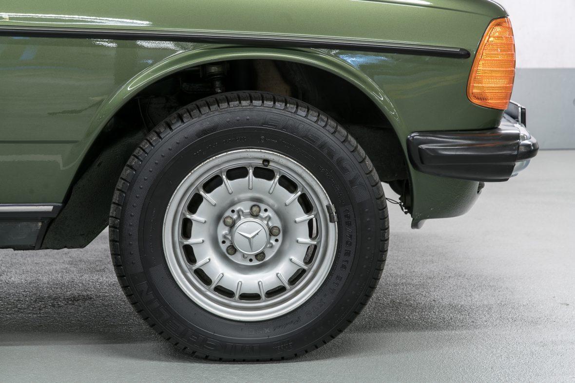 Mercedes-Benz W 123 230 E 20