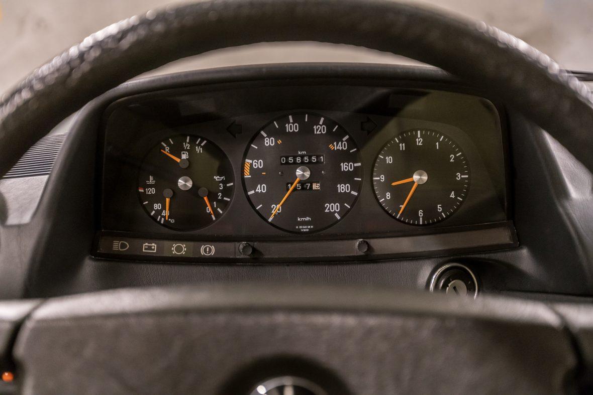Mercedes-Benz 230E Limousine W123 15