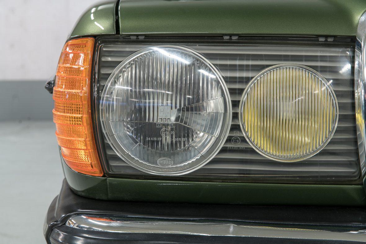 Mercedes-Benz W 123 230 E 16