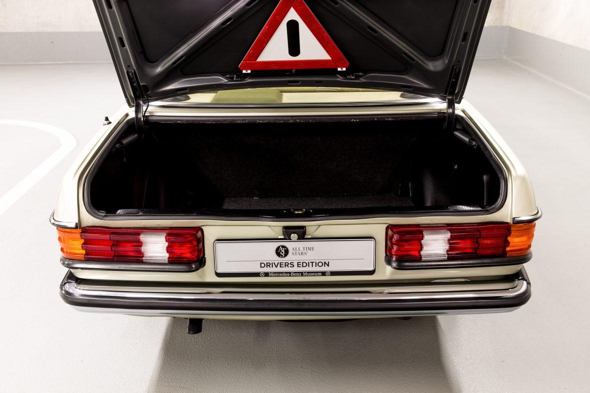 Mercedes-Benz 230E Limousine W123 13