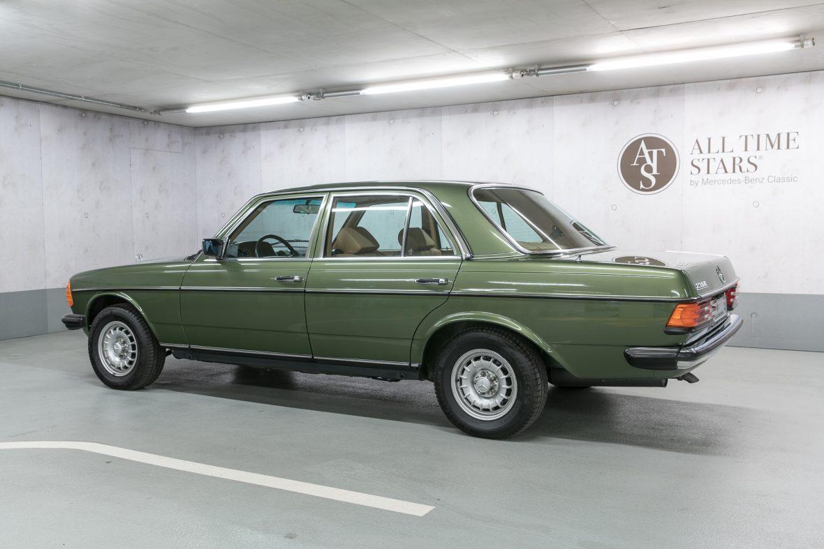 Mercedes-Benz W 123 230 E 17