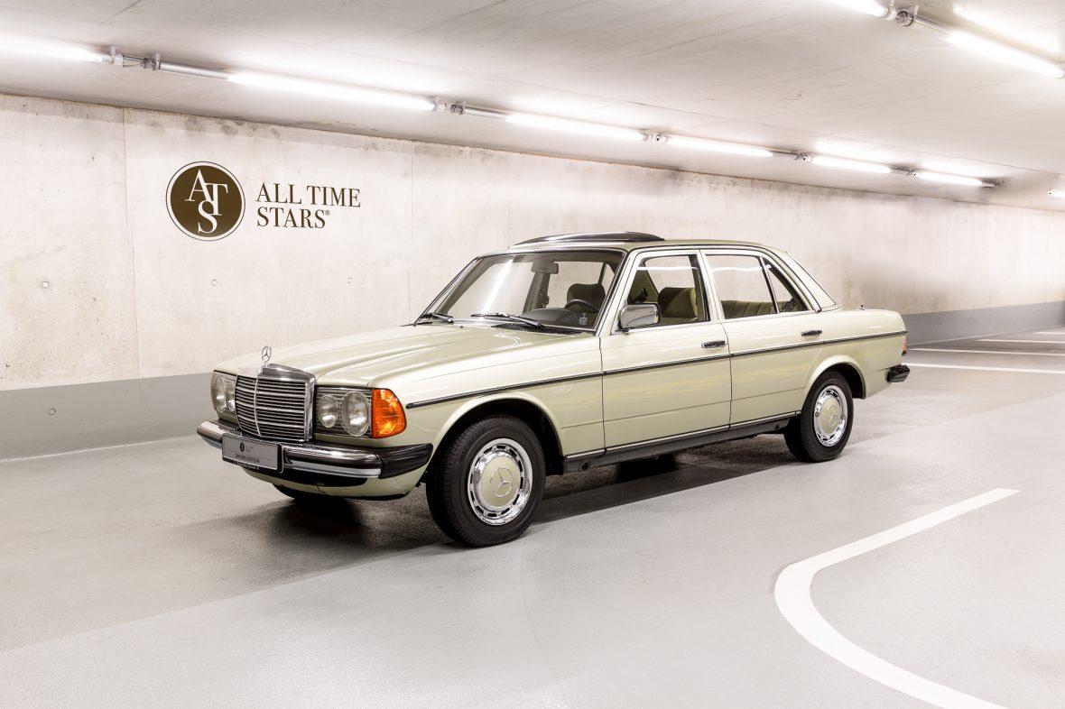 Mercedes-Benz 230E Limousine W123 12