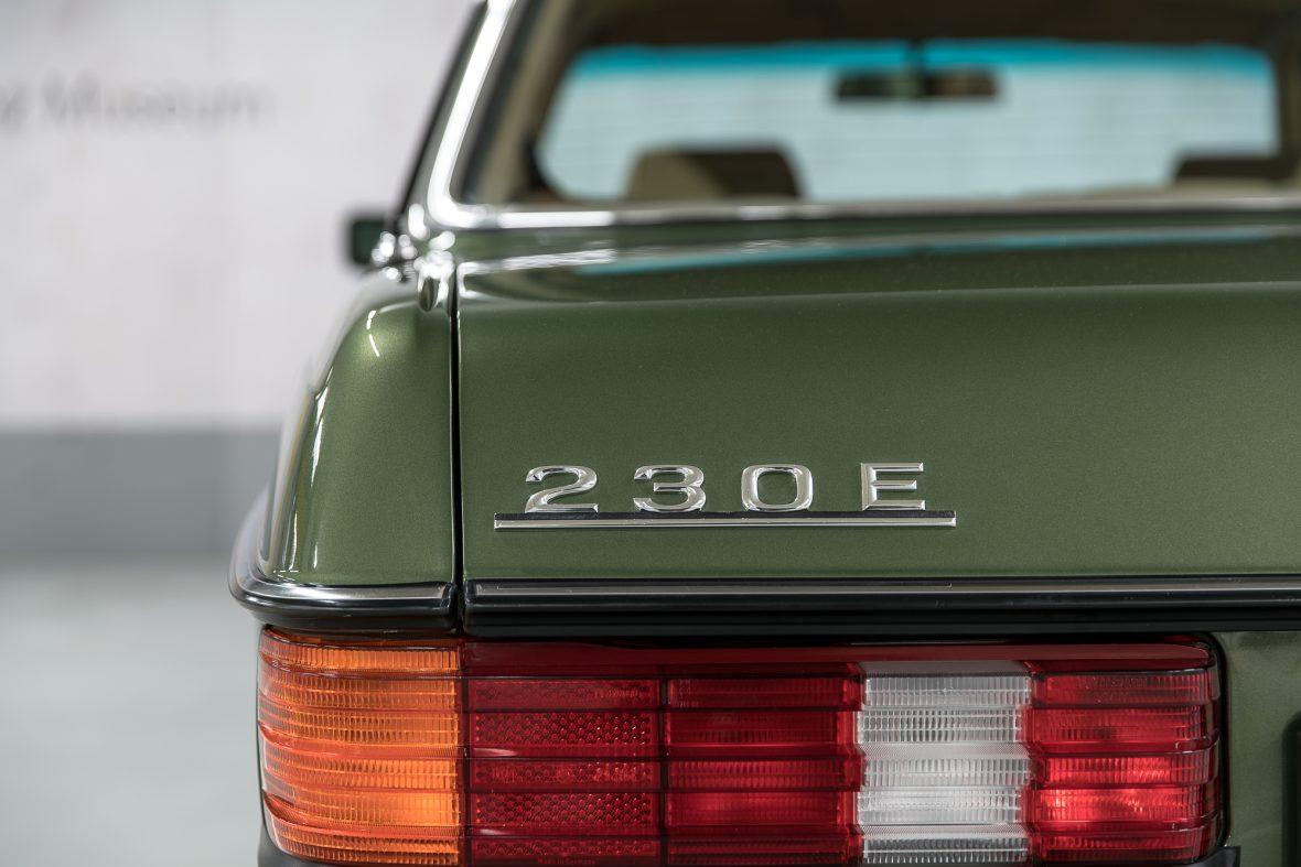 Mercedes-Benz W 123 230 E 15