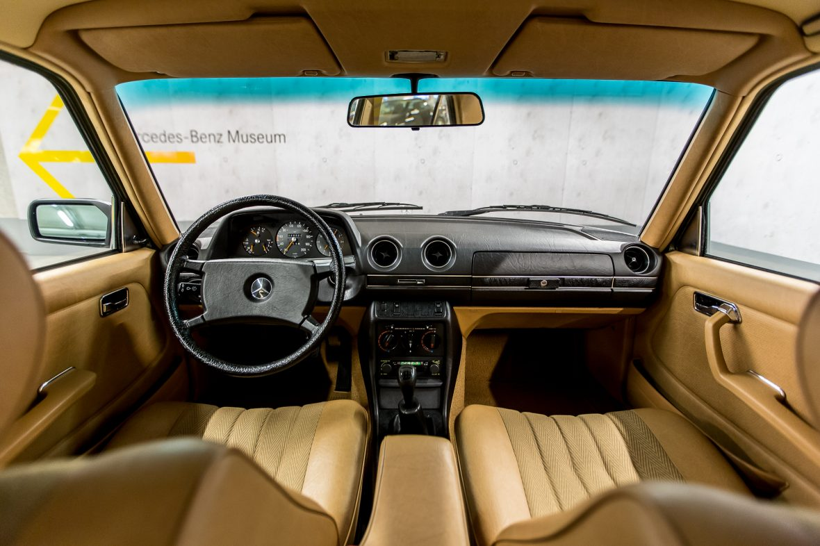 Mercedes-Benz W 123 230 E 23