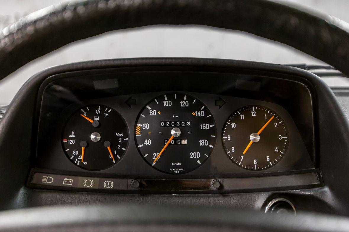 Mercedes-Benz W 123 230 E 24