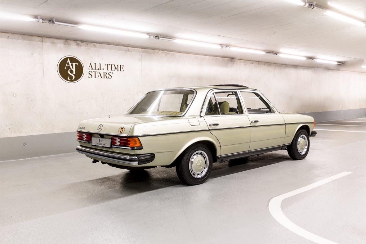 Mercedes-Benz 230E Limousine W123 1