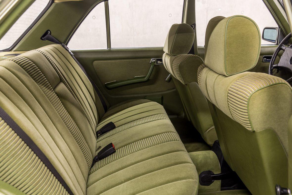 Mercedes-Benz 230E Limousine W123 5