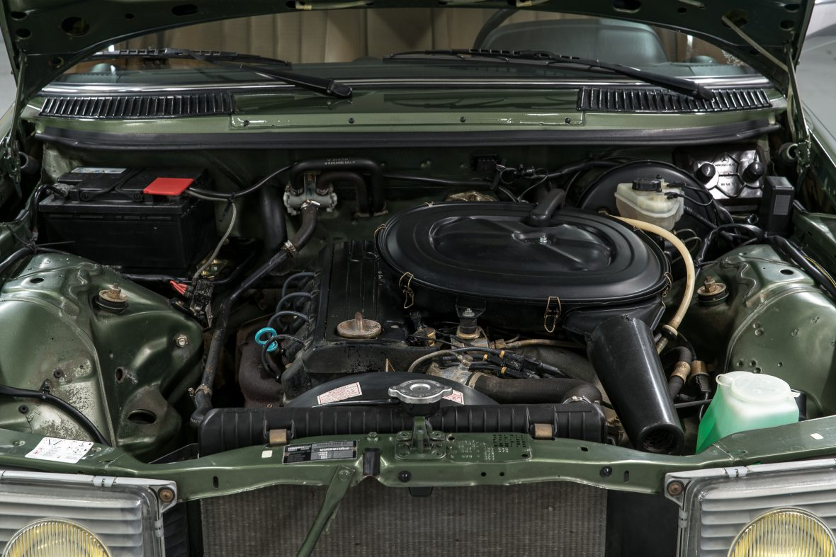 Mercedes-Benz W 123 230 E 4
