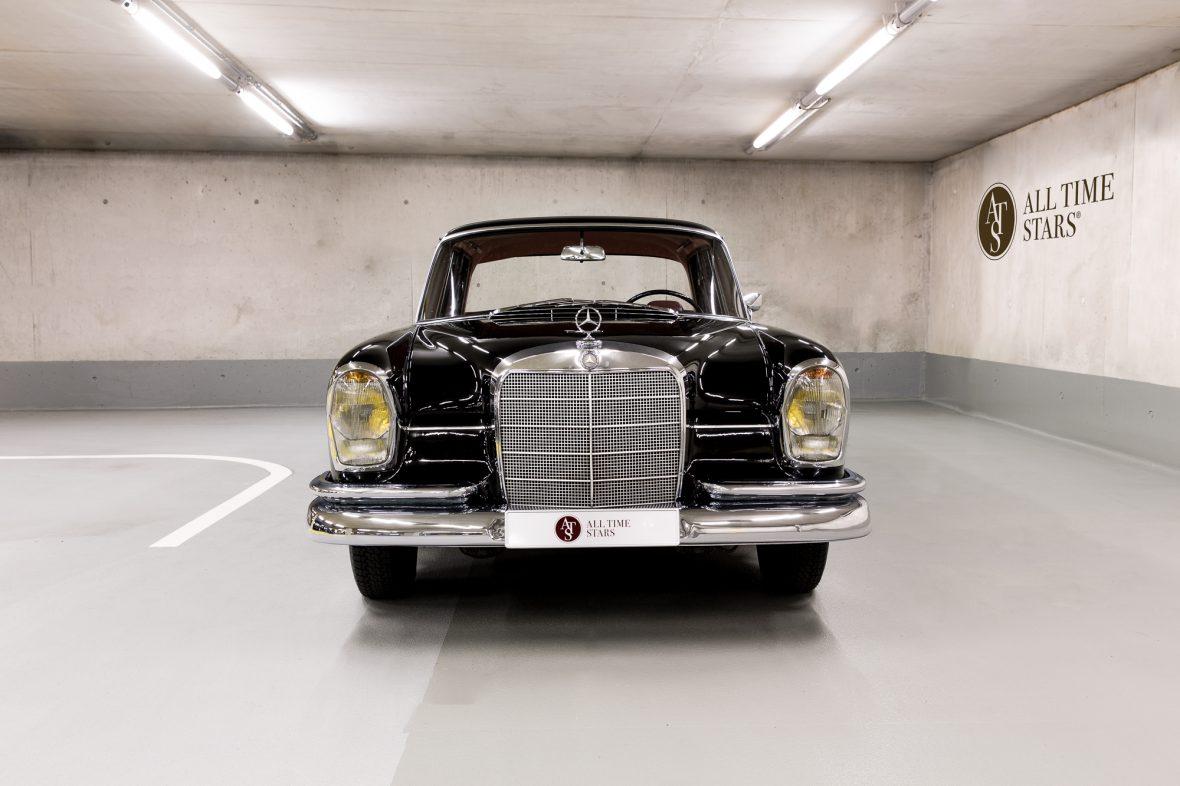 Mercedes-Benz W 111 230 S 4