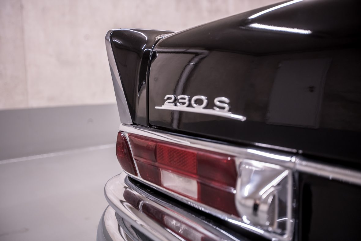Mercedes-Benz W 111  230 S 14