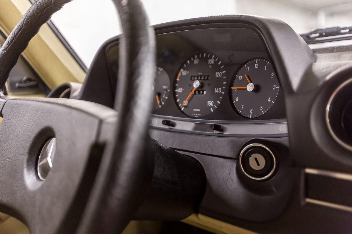 Mercedes-Benz W 123 240 D 11