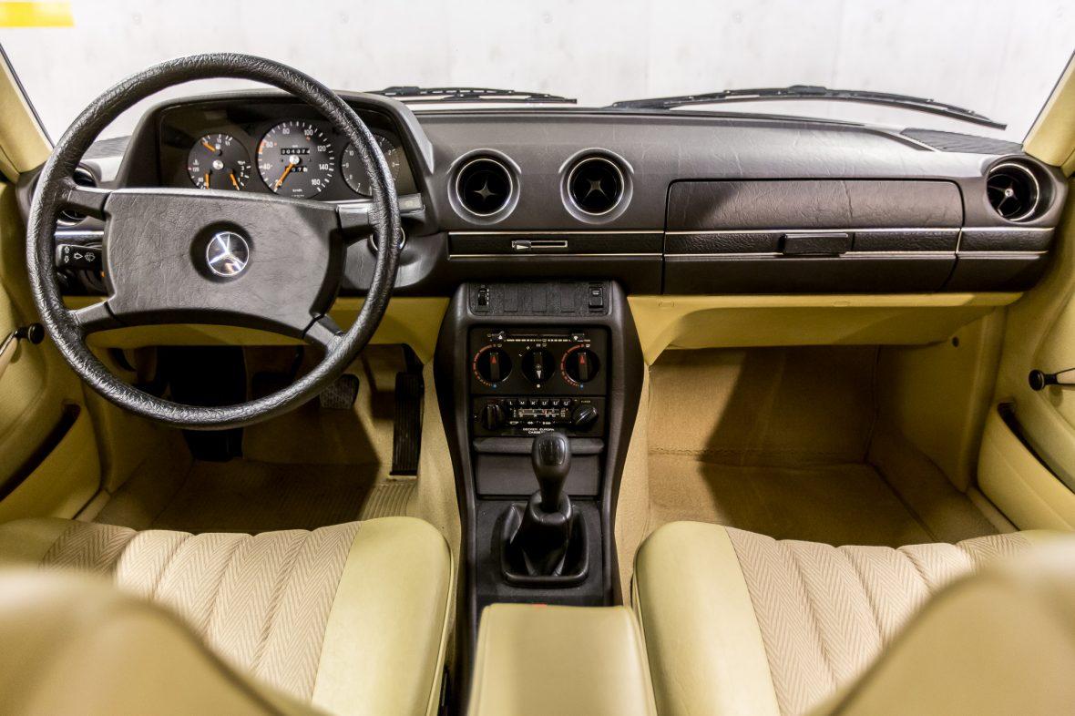Mercedes-Benz  W 123 240 D 25