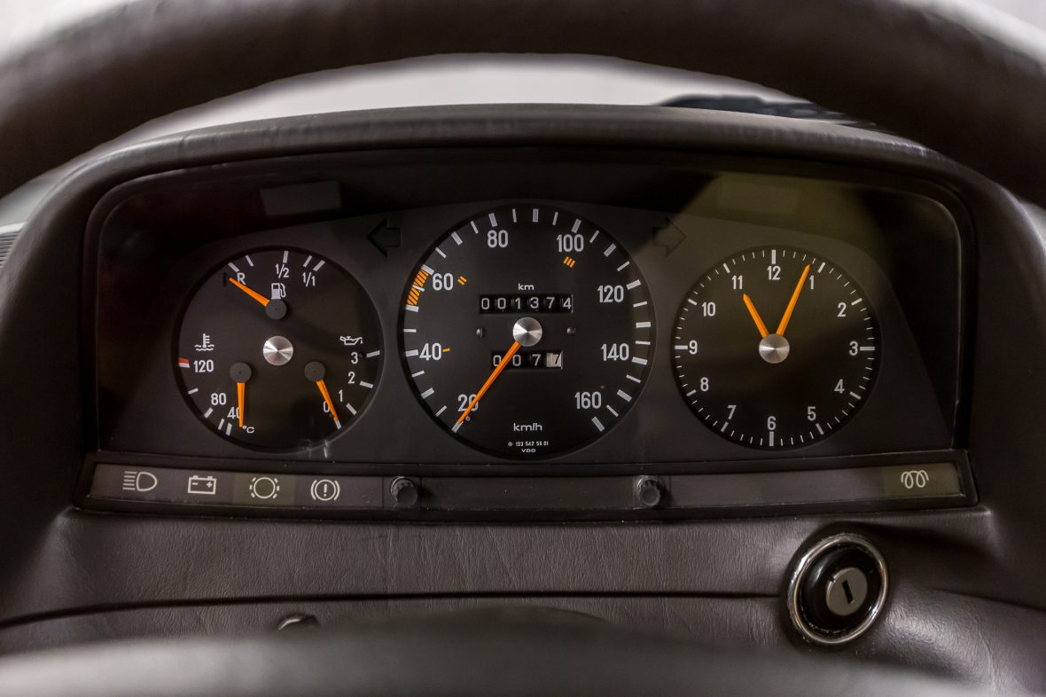 Mercedes-Benz  W 123 240 D 27