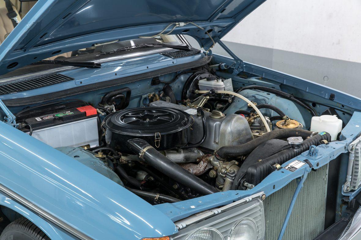 Mercedes-Benz  W 123 240 D 6