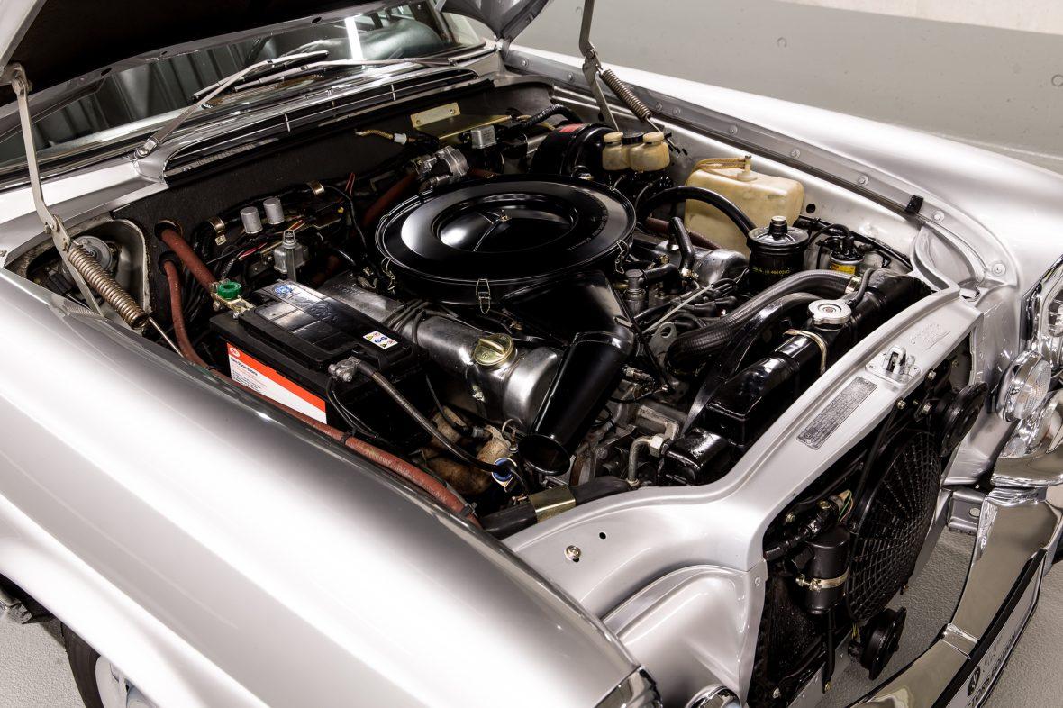 Mercedes-Benz W 111 280 SE 3,5 Cabriolet 9