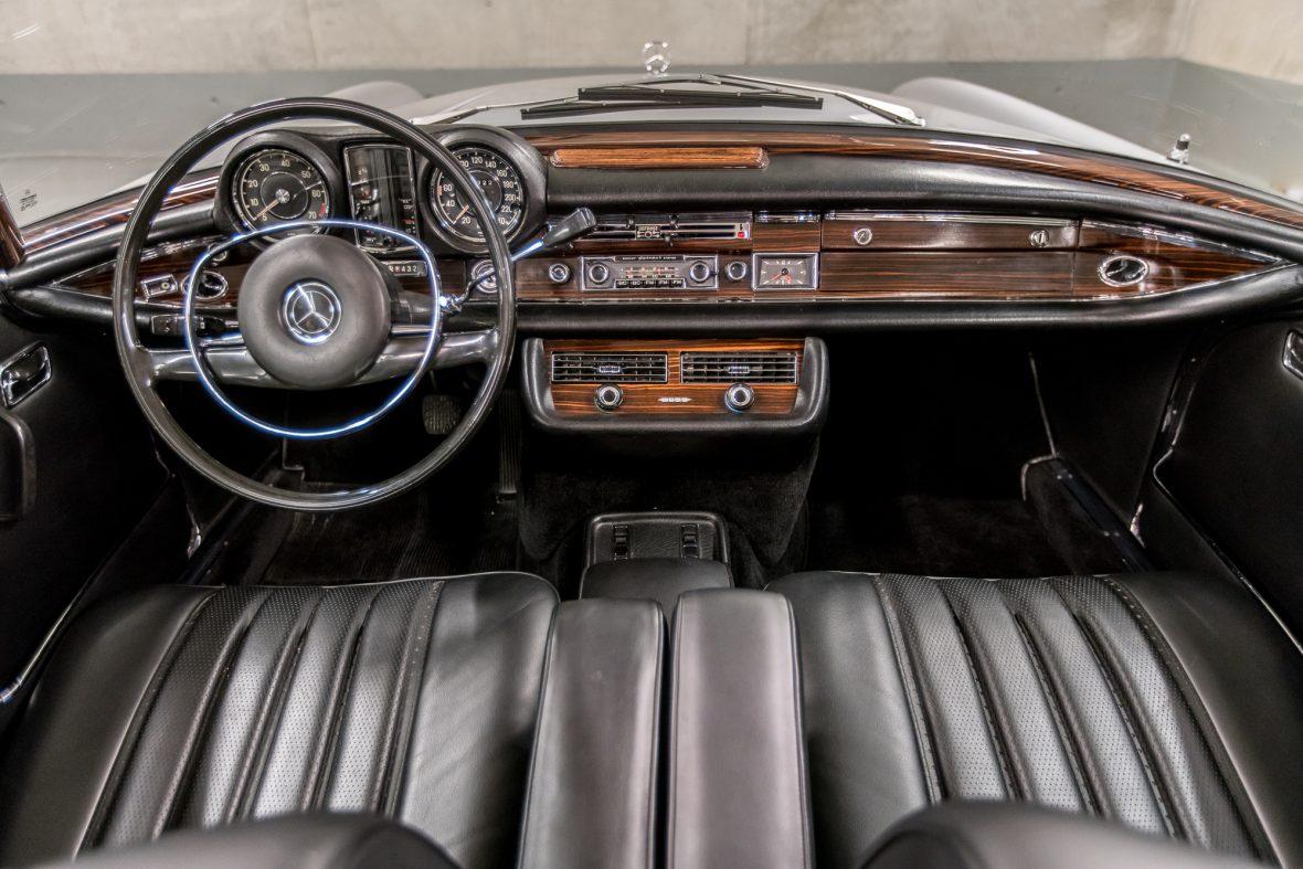 Mercedes-Benz W 111 280 SE 3,5 Cabriolet 17