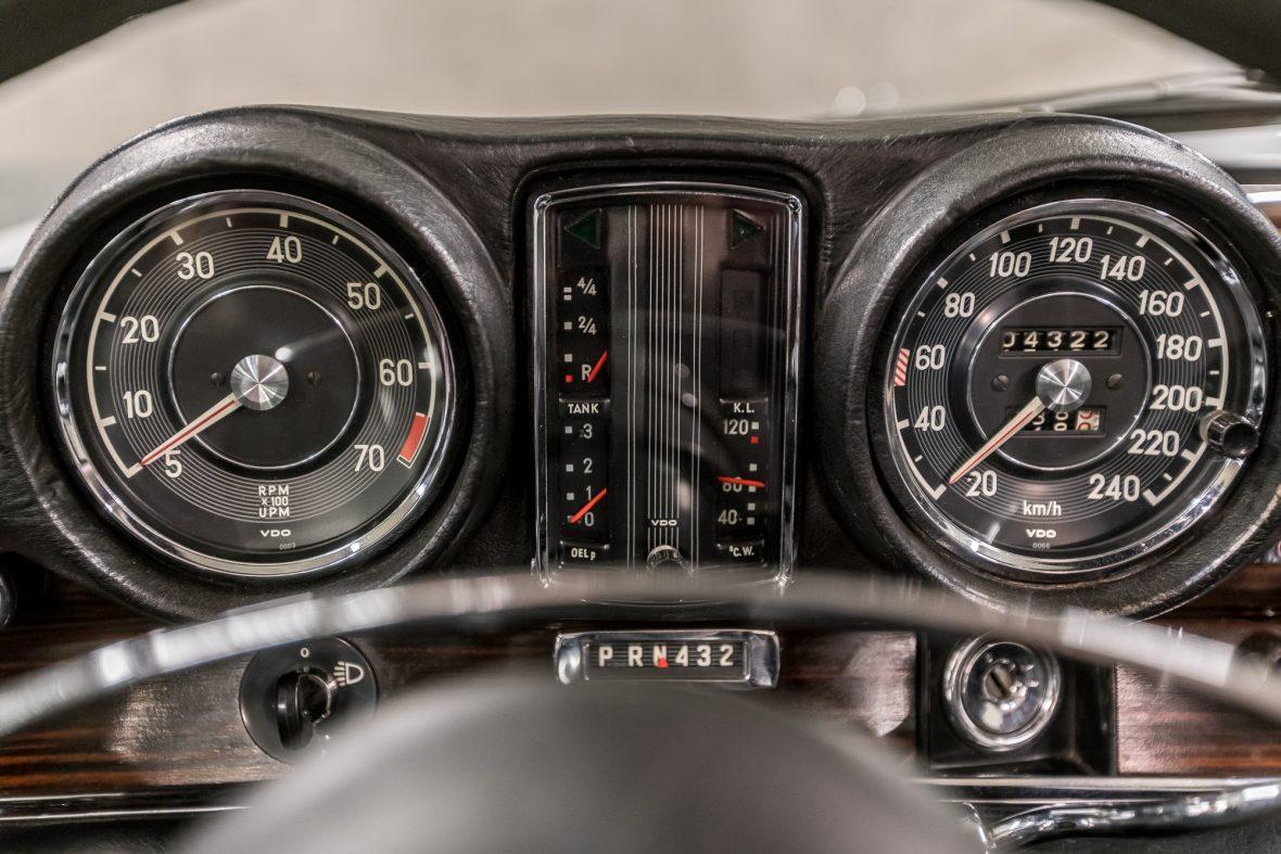 Mercedes-Benz W 111 280 SE 3,5 Cabriolet 18