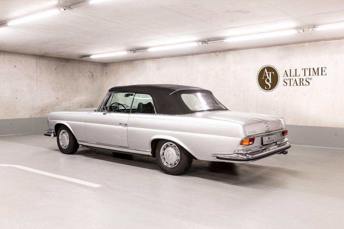 Mercedes-Benz W 111 280 SE 3,5 Cabriolet 6