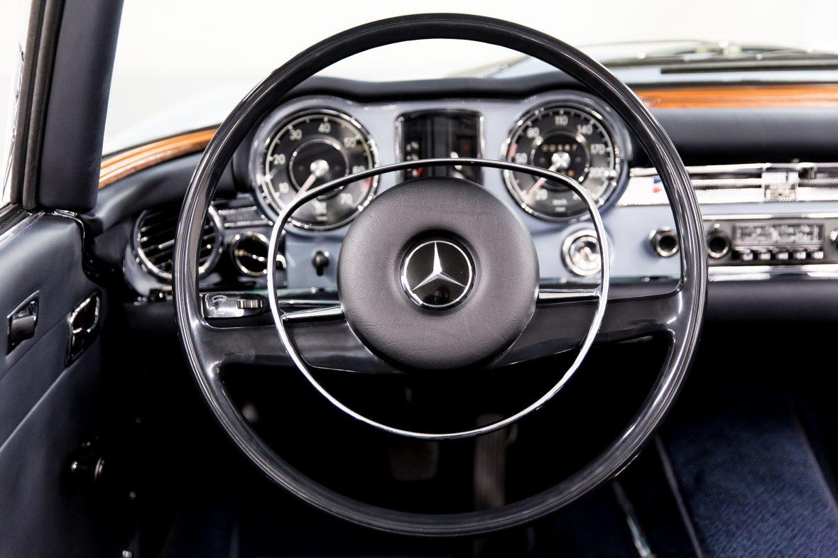 Mercedes-Benz W 113 280 SL 16