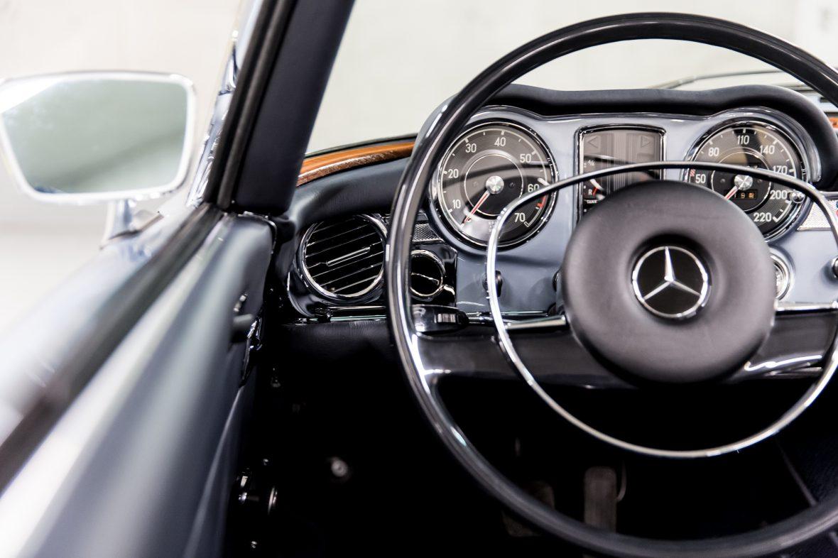Mercedes-Benz W 113 280 SL 17